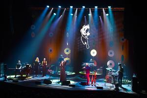 Lisa Nilsson och bandet fick publiken i stämning under konserten i Tonhallen.
