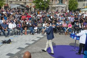 Jimmie Åkesson talar på stora torget.