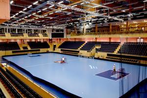 IFU Arena i Uppsala kostade 327 miljoner kronor. Det gav fem innebandyhallar och en friidrottshall.