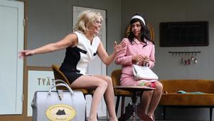 Anna Hallgren som Malin och Sara Edberg som Carina.