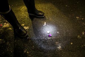 Arkivbild.  Rester av de smällare som avfyrades i Odensala under tisdagskvällen.
