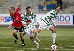Filip Tronêt och Jonas Hellgren mot Landskrona i superettans sista omgång den 22 oktober 2011. Matchen slutade 3-3 vilket innebar att sejouren i näst högsta serien bara blev ettårig. FOTO: Arkiv