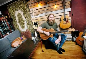 I november åker Chris Kläfford tillbaka till USA för att skriva ny musik. Men hunden får stanna hemma. – Det är tydligen väldigt krångligt att ta med sig hunden. Man måste skaffa ett eget pass till hunden, vilket är jättegulligt i och för sig.