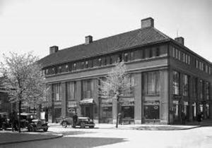 Här vid korsningen mellan Stora Gatan och Kopparbergsvägen låg VKF:s första utställningslokal.Foto: Västerås Konstnärsförening