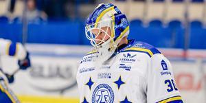 Janne Juvonen får chansen mellan stolparna mot HV71. Bild: Bildbyrån