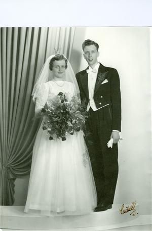 Guldbröllop firar i dag Barbro och Sven-Olov Widin, Ockelbo. Paret vigdes den 1 juli 1961 i Ockelbo kyrka.