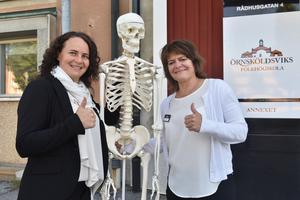 Kollegorna Jenny Martinell och Anna Viström gör tummen upp för nya lokaler.