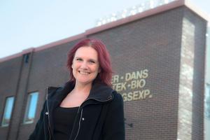 Petra Garnås är projektledare för kulturveckan. Den 4 oktober informerar hon om alla evenemang i ett tält på Stadshusplatsen och den 5 oktober är hon dagens konferencier inne i Mysingen i Folkets Hus där hon även kommer att sjunga låtar med Nynäshamnsanknytning under kvällen.