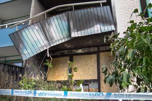 Många blev rejält skakade av torsdagsmorgonens häftiga brand. Här syns de två brandskadade lägenheterna.