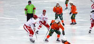 Söråker i vitt och rött, hade ett friläge att kvittera till 4–4, men föll till slut med 3–7 mot Östersund.