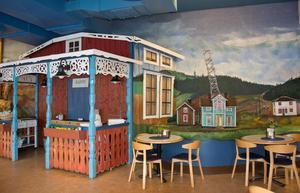 Anders Åbergs utsmyckning av cafeterian i Sundsvalls sjukhus är en hel liten värld - det Norrland som vi kommer ifrån och någonstans vill tillbaka till.