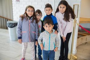 Maria Chamoun, 7 år, Johnny Chamoun, 5 år, Tomas Ladho, 8 år och Sandra Ladho, 11 år. Längst fram står Jack Chamoun, 4 år.
