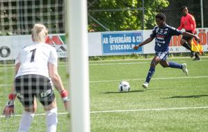 Temwa Chawinga har gjort tolv mål på nio matcher och toppar Elitettans skytteliga.