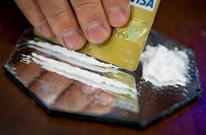 En ung kvinna från Borlänge kommun har dömts till dagsböter för ringa narkotikabrott. Hon hade bland annat kokain och hasch i kroppen. OBS: Bilden är arrangerad.