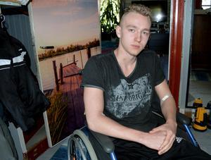 Det blir en annorlunda sommar för 17-årige Alexander Kronholm efter olyckan.