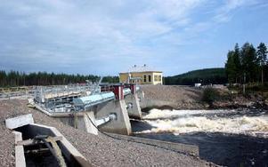 I över ett år har vattnet släppts rakt igenom dammarna vid det nya kraftverket i Eldforsen. FOTO:LEIF OLSSON