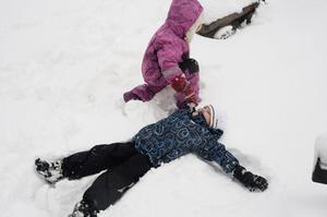 Snöänglar av Tuva och Isak.