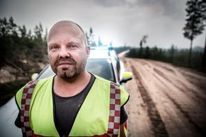 Brandmännen som bekämpar branden utanför Lima och Torgås i Malung-Sälens kommun har haft gynnsamma förhållanden under fredagen, vilket gläder Mats Nilsson, räddningschef i beredskap.