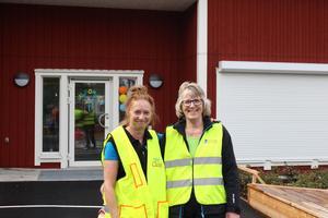 Från höger Ewa Berglund och Maria Ramberg är förskollärare och barnskötare på förskolan och känner sig taggade på att få flytta till en större och fräschare anläggning.