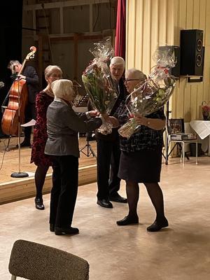 Hedda Heckel och Lars Olof Norgren gratulerades. Foto: Sten Franson.