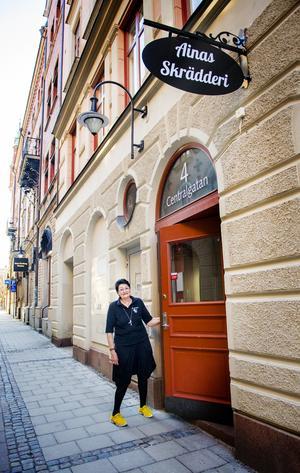 Nästa år fyller Aina Skoglund 70 år. Om rätt person dyker upp kan hon tänka sig att sälja sitt skrädderi.
