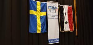 Syriska föreningen i Södertälje har en mindre lokal i Hovsjö och anordnar olika aktiviteter som frågesport och utflykter för sina medlemmar och på kvällarna samlas äldre och umgås, fikar och pratar. Föreningen anordnar också minst två större evenemang med poesi, teater, sång och musik per år. Inom föreningen finns teatergruppen Syriana som ansvarar för kulturella evenemang. Samma kulturafton som framfördes i söndags ges också på Syriska föreningen i Stockholm senare i höst.