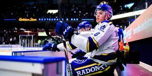 Filip Johansson och hans unga backkollegor har tvingats ta ett stort ansvar under säsongsinledningen. Bild: Bildbyrån