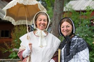 Sara Azzam och Kerstin Melin reser i sin farmors mormors fotspår och använder hennes dagbok som resehandbok.