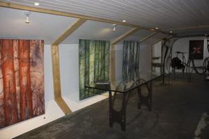 Längst ner i Klara finns ett annat galleri med paret Johanssons/Burmans konst. Utställningen pågår till 10 augusti.
