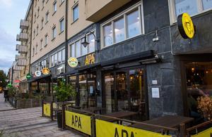 """Nu. I stället öppnade Daniel Sandström restaurangen Apa tillsammans med Tord Budenberg och Jalle Jalonen. """"Vi tror mycket på Olof Palmes torg här utanför, det kommer att bli levande, med bra solläge och stor uteservering"""