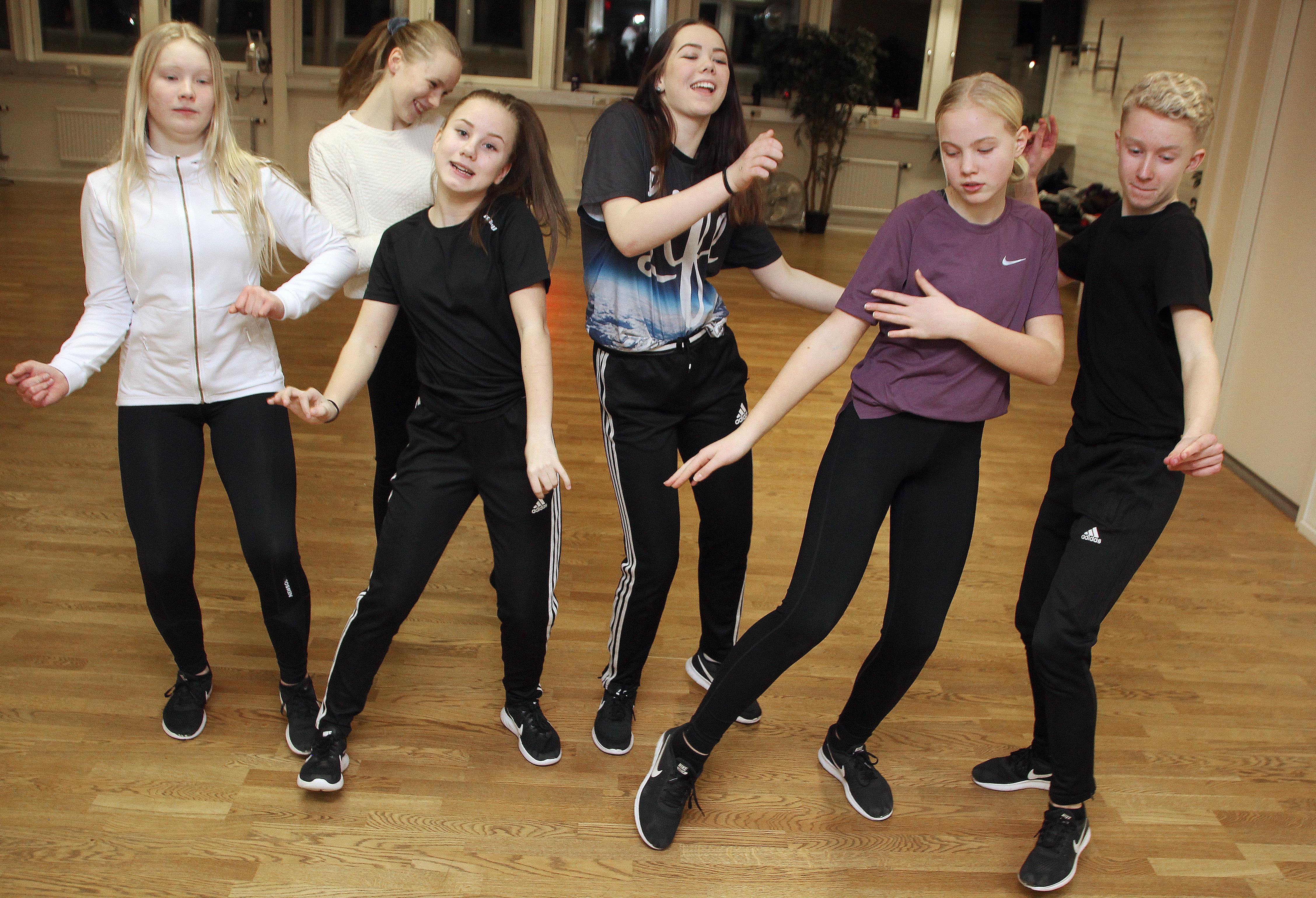 Hela satsningen på Talang har givit motivation att fortsätta träna och tävla, tycker hiphop-dansarna i Kurbits-crew, från vänster: Matilda Eriksson, Lisa Andersson, Emilia Lamell, Eden Rickardsdotter, Leia Andersson och Alvin Sommar.