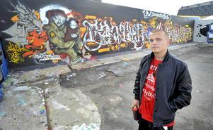 Nymålat i salthamnen. Enligt David Ringstedt har graffitikulturen förändrats till att bli en konstform där olaglig målning inte behöver ingå.