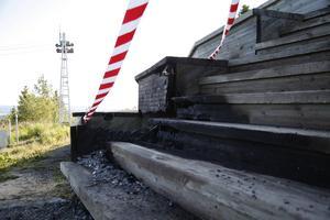 Natten mot den 19 juli brann trappan till utkikstornet på Vårdkasen.