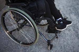 Liberalerna vill införa mer Daglig verksamhet, ledsagning och personlig assistans och kontaktpersoner för fler med funktionshinder.