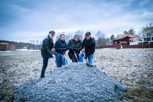 Johan Toll (MP), Ann-Katrin Samuelsson (S), Åsa Äng Eriksson (M) och Charlie Östlund (BP) tog det första spadtaget till Nya Pionen.
