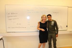 En nuvarande och en framtida författare. Svenskläraren Rose Tillberg Mattson och sommarskoleleven Abbas Nowrozi.