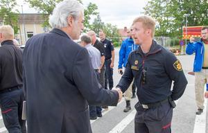 EU-kommissionär Christos Stylianides besöker Färila för att träffa brandmän.