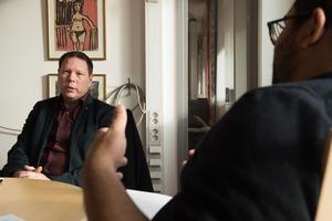 Bildningsnämndens ordförande Kristoffer Park (S) i en långintervju med ÖA:s politiska redaktör (lib) Tomas Izaias Englund.