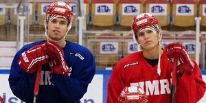Emil Pettersson och Anton Wedin var båda ordinarie  i Timrå när klubben spelade i allsvenskan 2013–14. Nu kan de båda komma att spela i NHL till hösten, om Wedin slår sig in i Chicago och Pettersson får ett nytt kontrakt.