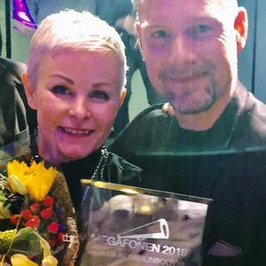 Angelica Ekholm övertar nu Megafonen från förra årets pristagare, Andreas Zehlander, polischef i Medelpad.
