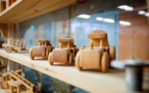 15000 leksaksbilar produceras årligen hos Telleby verkstäder.