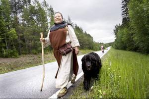 Ordförande i föreningen, Lena Bengtsson, med hunden Skrållan.