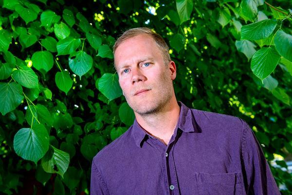 Lars Berge har läst den omfattande polisutredningen, följde rättegången och har också själv träffat både svenska och internationella vargexperter. Bild:Jonas Ekströmer/TT