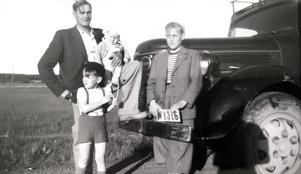 Pappa Gottfrid Thomson med sönerna  Pär, Mats och Ove.