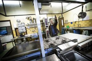 Hela restaurangdelen är renoverad. Tobias Jonsson har gjort det mesta av arbetet själv, men behövde till slut ta hjälp för att orka med.
