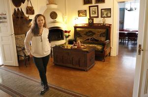 De omkring 700 kvadratmeterna i huset har tretton rum som ska ses över och i viss mån förändras.