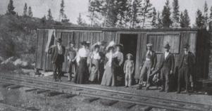 En utrangerad passagerarvagn fick fungera som väntsal vid stationen i Frisco.