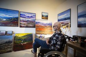 Efter en stroke 2013 har målandet blivit ett sätt att rehabilitera sig för Bo Tapper.