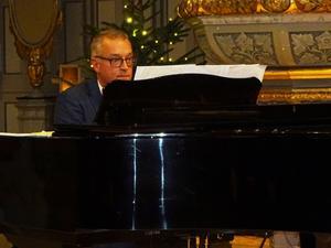 """Kenneth Nordwalls son Ulf Nordwall var """"pappa"""" till konserten med egna kompositioner textsatta av Maria Bervelius. Foto: Christina Häggkvist"""