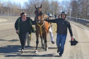 Framgången med Toutre kom direkt, redan i sin tredje start i Frölanders regi kom första segern.